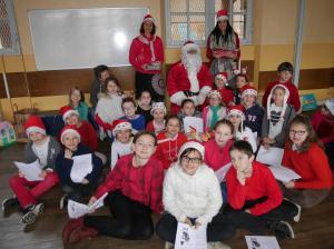 Distribution des cadeaux aux classes